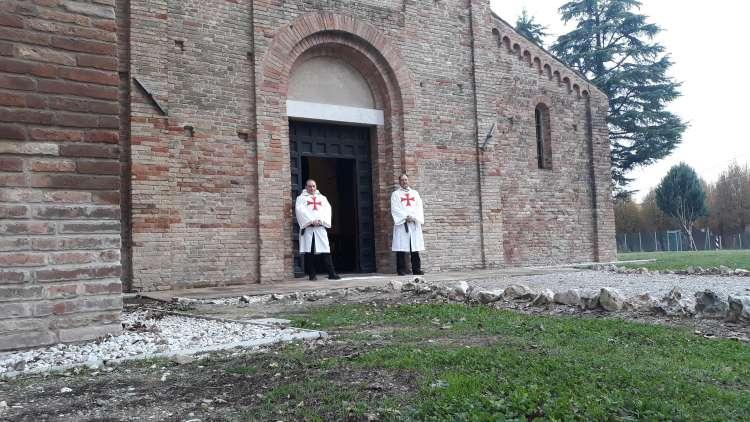 I Templari Cattolici d'Italia in servizio presso la Pieve di Santa Maria in Acquedotto a Forlì.