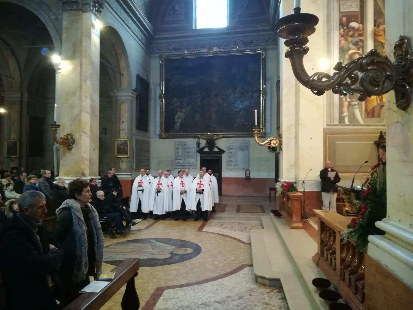 I Templari Cattolici d'Italia prestano servizio alla Santa Messa nella chiesa di Sant'Agata a Cremona.