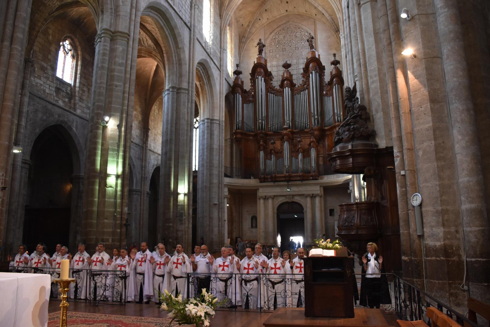 Retraite spirituelle nationale des Templiers Catholiques de France, participation à la Sainte Messe dans la Basilique de Saint-Maximin la Sainte-Baume